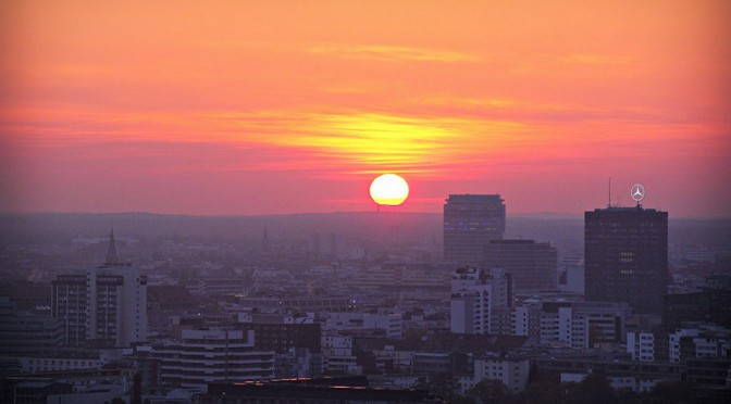 Panoramapunkt: Auringonlasku Berliinin yllä