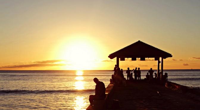 Auringonlasku Waikiki Beachilla