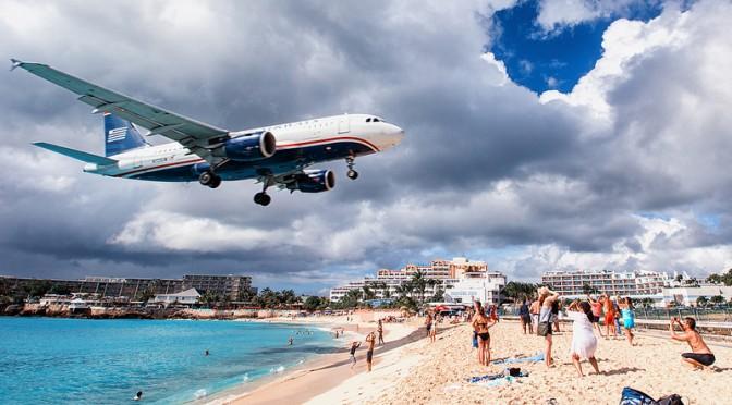 Maho Beach – ranta, jolla lentokoneet laskeutuvat pään yli